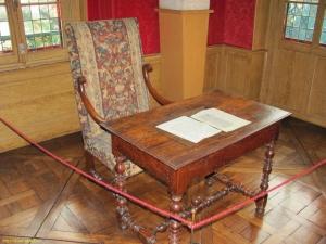 Стіл у маєтку Ганських, за яким працював Бальзак