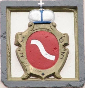 """""""Шренява"""" - герб князів Любомирських над брамою Дубенського замку"""
