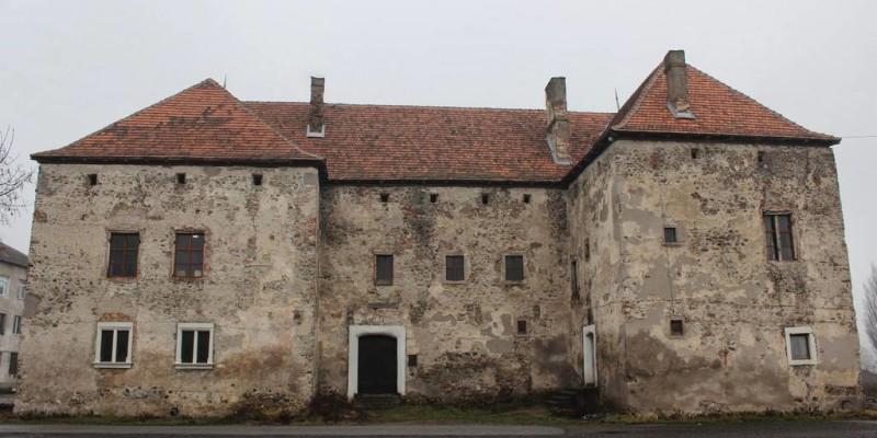 Чинадіївський замок (Замок «Сент Міклош»)