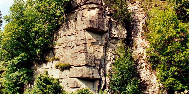 Скеля «Закам'яніла Багачка» (Кам'яна Багачка)