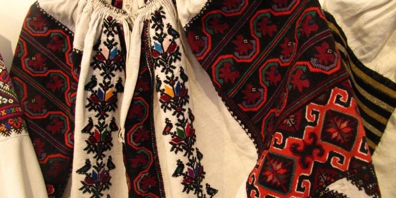 Гуцульська вишита сорочка