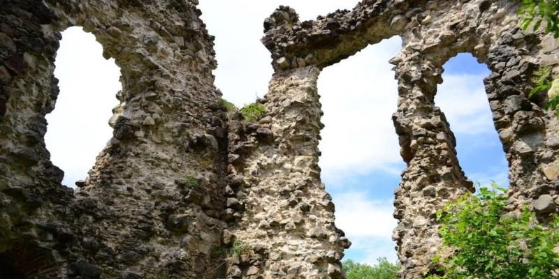 Містична Україна. Середнянький замок
