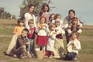 """Дитяча фольклорна школа """"Правиця"""". Київ, музей """"Пирогово"""""""