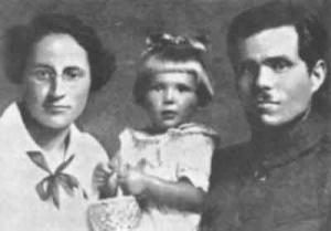 Галина Кузьменко, донька Олена та Нестор Махно