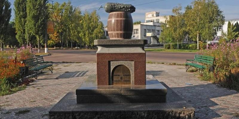 Пам'ятник огірку у м. Ніжин