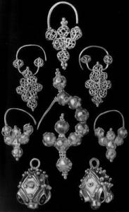 Срібні прикраси, знайдені в Микульчице