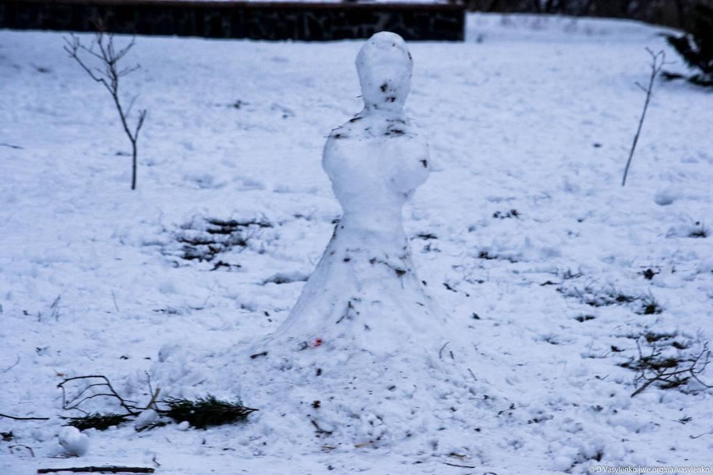 Точніше  - снігова баба