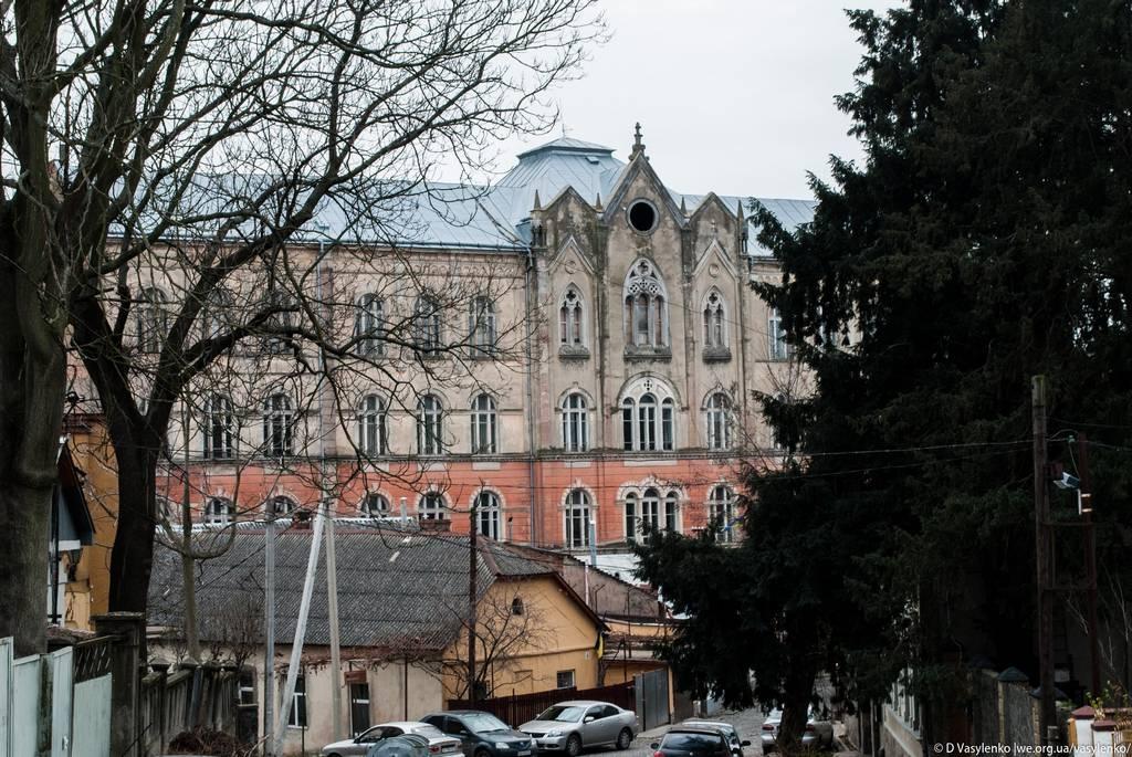 Будівля фізичного факультету УжНУ