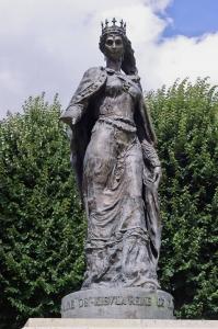 Княжна Анна Ярославна. Статуя В Санлісі, Франція