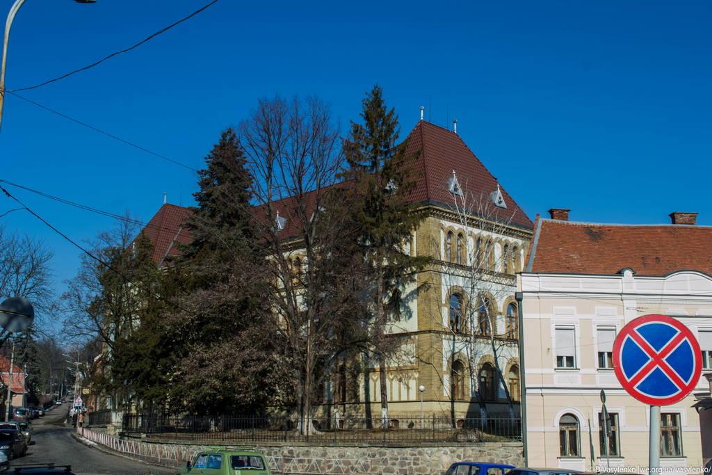 Школа №4 в Ужгороді